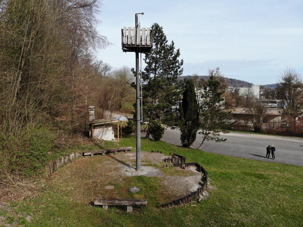 Maroder Platz mit gefährlichem Turm